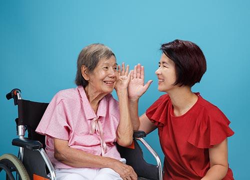 Senioren, Marie-Luise Lender, Rottweil, Samurai Projekt, Bewegung, Berührung, aktives Wohlbefinden, Freude, Spass, Mitmachen